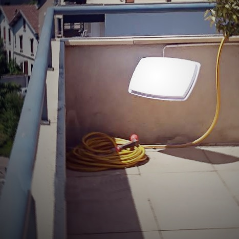 antenne-mini-hd-satellite-terrasse